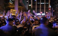 Las manifestaciones contra la gestión de Netanyahu se producen mientras el primer ministro enfrenta cargos relacionados con corrupción y, recientemente, fue llevado ante la justicia. Foto: EFE