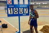 Con sus 18.07 metros se convirtió en el séptimo hombre en superar la mítica barrera de los 18 metros.