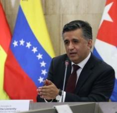 El secretario del organismo regional, Sacha Llorenti, ratificó en sus redes sociales el apoyo del ALBA-TCP en la campaña internacional contra el bloqueo de EE.UU. Foto: abi
