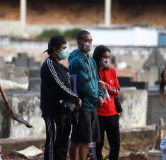 A través del mecanismo Covax, los países podrán vacunar a aproximadamente al 3 % de la población en las primeras fases y posteriormente, alcanzar el 20 % de sus habitantes. Foto: Reuters.