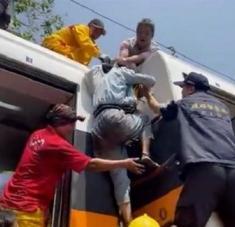El tren accidentado, de alta velocidad, viajaba de Taipei a Taitung con unos 500 pasajeros a bordo. Foto: AP