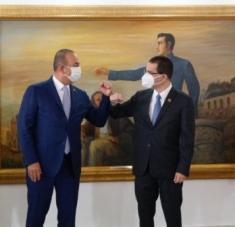El canciller Arreaza informó que durante la visita de su colega turco Mevlüt Çavuşoğlu se revisaron temas de orden bilateral. Foto: @CancilleriaVE