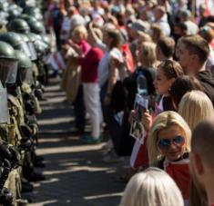 Protestas antigubernamentales en Minsk, capital de Bielorrusia, 30 de agosto de 2020. Foto: AFP.
