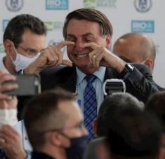 Expertos aseguran que tras la pandemia, el país tendría 20 millones de personas en el paro, además de los miles víctimas de la Covid-19. Foto: EFE