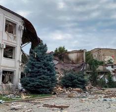 Los bombardeos contra la ciudad de Stepanakert se dan a horas de una primera reunión en Ginebra de los mediadores internacionales en el conflicto entre Armenia y Azerbaiyán. Foto: EFE