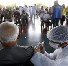 Brasil ha aplicado 130.4 millones de vacunas, con 93.6 millones suministradas en primera dosis y 36.7 millones en segunda o única. Foto: Xinhua