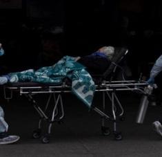 El titular de Salud señaló que en las instituciones hospitalarias solo se mantendrán aquellos pacientes que están en situación de peligro para su vida. Foto: EFE