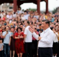 El presidente Xi recordó a los marines su responsabilidad de salvaguardar el territorio y la soberanía de China. Foto: EFE