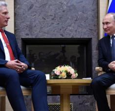 El presidente de Rusia, Vladimir Putin, se reúne con su homólogo cubano, Miguel Díaz-Canel, en Moscú, 29 de octubre de 2019. Foto: AFP