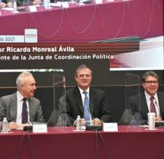 Ebrard, (al centro), reiteró la necesidad de un bloque regional no intervencionista