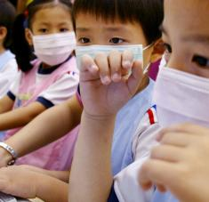 El sector de las clases privadas en línea, que vivió un gran auge a raíz de la pandemia, entró en la mira del Gobierno chino tras las denuncias de publicidad engañosa y precios fraudulentos. Foto: Reuters.