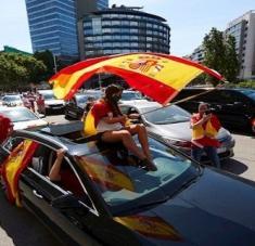 Las manifestaciones fueron registradas en varias partes del país, caminando o en sus respectivos vehículos. Foto: EFE