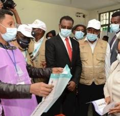 Varios líderes y funcionarios han ejercido su derecho al voto, entre ellos la presidenta de la nación, Sahle-Work Zewde. Foto: EFE