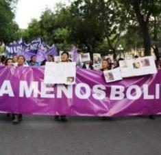 La lucha contra los feminicidios ha estado en el medio de los reclamos de los movimientos de mujeres en Bolivia. Foto: EFE