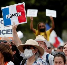 La mayoría de quienes están a favor de las manifestaciones son jóvenes y personas que no desean vacunarse. Foto: Reuters.