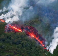 El Kilauea es considerado como uno de los volcanes más activos del mundo. Su última gran erupción se produjo en diciembre del año pasado. Desde entonces, había permanecido en 'silencio' hasta ahora.Foto: Reuters.