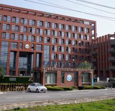 """Su mayor similitud con el SARS-CoV-2 """"solo llega al 79,8 %"""", lo que es una """"diferencia obvia"""", declaró la directora del Instituto de Virología de Wuhan, Wang Yanyi. Foto: Reuters."""