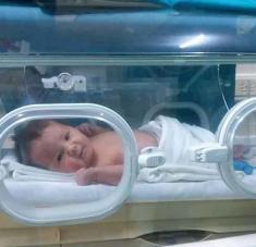 Helen es la primera niña que nació en Cuba de una madre enferma con la Covid-19, en estado crítico. Foto: PL