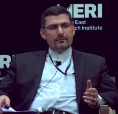 El portavoz de la misión iraní ante la ONU, Alireza Miryusefi, interviene en un coloquio sobre la región de Asia Occidental, celebrado en 2015.