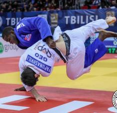 El trabajo en el newaza es una asignatura pendiente aún para el judo cubano, pero Silva ha progresado en ese sentido. Foto: www.ijf.org.