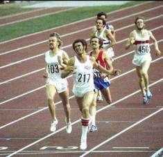 El elegante de las pistas sentó cátedra con su doblete histórico en 400 y 800 metros en Montreal 1976.
