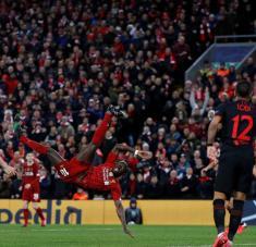 El juego, de mediados de marzo, recibió unos 3.000 aficionados procedentes de España y fue el último importante que acogió Reino Unido antes de anunciar su cierre por el virus. Foto: Reuters.