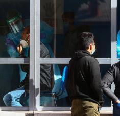 La prohibición de entrar y salir de la capital y de otros nueve municipios, entre otras restricciones, entró en vigor el pasado viernes por la noche, con la oposición del Gobierno regional. Foto: Reuters.