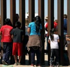 """La administración Trump dividió a miles de familias migrantes bajo una política general de """"tolerancia cero"""". Foto: EFE"""