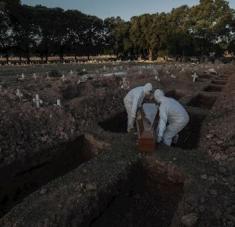 De acuerdo con la información oficial, Brasil volvió a romper récord en cuanto a cifras de fallecidos. Foto: EFE