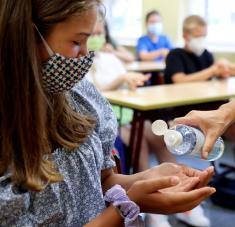 Investigadores de Bélgica analizaron las estadísticas de infecciones entre menores de 18 años desde marzo hasta fines de junio. Foto: Reuters.