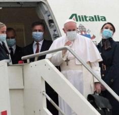 El papa Francisco arribó al aeropuerto de Bagdad a las 14H00 hora local (11.00 GMT) para iniciar su visita de tres días. Foto: EFE