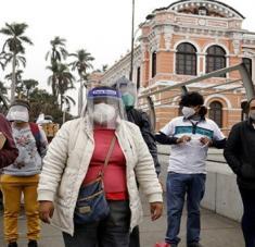 La cifra de contagios y muertes por la  Covid-19 en Perú comenzaron a aumentar nuevamente desde el desconfinamiento el pasado 1 de julio. Foto: Xinhua