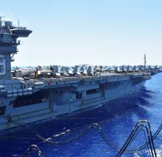 Junto con otros buques de guerra, el USS Nimitz brindará apoyo militar a la retirada de las tropas estadounidenses de Irak y Afganistán. Foto: Reuters.