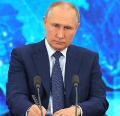 El presidente Vladimir Putín llamó a la adhesión de principios humanistas en la política exterior global, eliminando las restricciones y bloqueos comerciales. Foto: Kremlin.ru