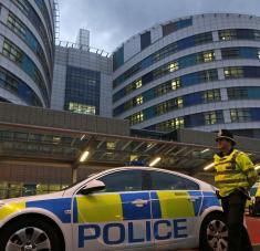 La Policía acordonó la zona en el centro de la ciudad, mientras los equipos de emergencia trasladaron a los heridos a hospitales. Foto: Reuters.