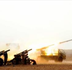 Unidades de la artillería siria disparan contra posiciones terroristas en la provincia noroccidental de Idlib, 22 de octubre de 2019.