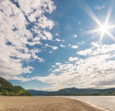 En condiciones similares a las de un mediodía del solsticio de verano en el Mediterráneo, un 90% de virus muere cada 6,8 minutos. Foto: Pixabay.