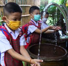 Pese a que a nivel sanitario el país ha tenido gran éxito en su lucha contra la enfermedad, la economía tailandesa ha salido muy delibitada de la pandemia. Foto: Reuters.