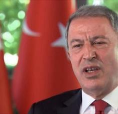 El ministro turco de Defensa, Hulusi Akar, habla con la televisión británica Channel 4, 17 de septiembre de 2020.
