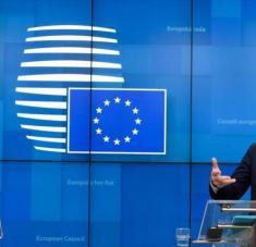 La presidenta de la Comisión Europea, Ursula von der Leyen, y el presidente del Consejo Europeo, Charles Michel, en Bruselas, Bélgica, el 16 de marzo de 2020.