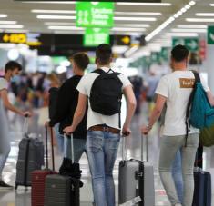 Se suma así a países como Francia y Bélgica, que han recomendado a sus ciudadanos que no viajen al país ibérico. Alemania amplía a todas las regiones de España la alerta por riesgo de covid-19. Foto: Reuters.