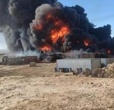 Un bombardeo de las fuerzas populares yemeníes de Ansarolá contra una instalación en Marib, centro.