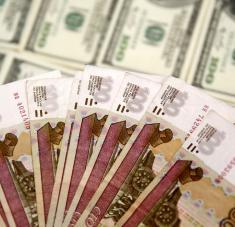 En los años 2013-2014 la participación del rublo y el yuan en las relaciones comerciales entre las dos naciones fue de un 2-3 %, según señaló el embajador ruso en Pekín, Andréi Denísov. Foto: Reuters.