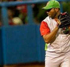 El zurdo tunero, con experiencia en equipos Cuba, es junto al matancero Yera, uno de los referentes de la llamada mano equivocada en nuestra pelota. Foto: Roberto Morejón.