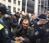 Las manifestaciones también se repetieron en Melbourne, donde seis personas fueron detenidas, según informaron fuentes policiales. Foto: Twitter @noticias4vision