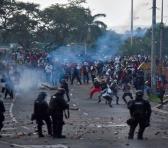 Los representantes de las DD.HH. responsabilizaron al presidente y al alcalde de Cali por la represión policial a las masivas manifestaciones en contra de la reforma tributaria. Foto: EFE