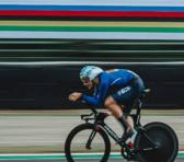 El italiano Filippo Ganna, quien ya fue campeón mundial en pista en cuatro oportunidades, ganó en esta ocasión su primer Mundial contra el crono en ruta. Foto: @IneosGrenadiers