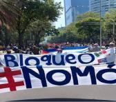 Durante la marcha se exigió al Gobierno de EE.UU. levantar las medidas restrictivas unilaterales que aplica contra Cuba. Foto: @EduardomteleSUR
