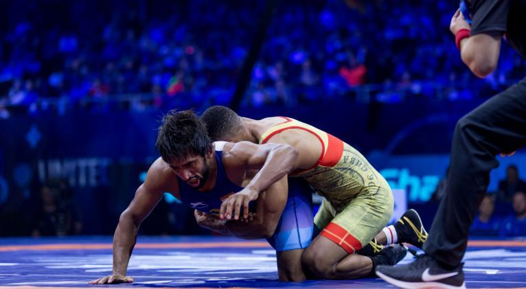 Alejandro Valdés frente al indio Bajrang Punia, rival bien rocoso.