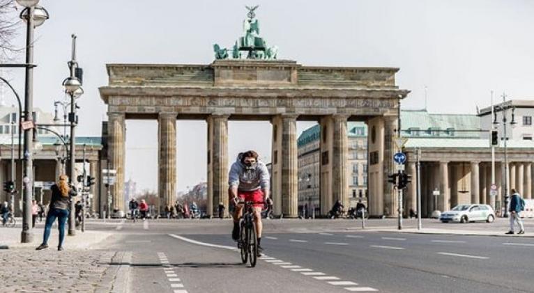 A partir del lunes próximo entrarán en vigor una nueva serie de restricciones en Alemania para hacer frente a la propagación del virus. Foto: Xinhua